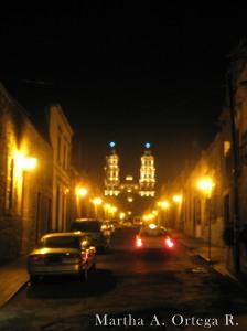 Callejon e iglesia en Morelia